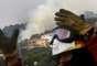 Cerca de 2.000 personas y 41 medios aéreos participan en la extinción del fuego.