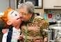 A entrevista contou com os olhos atentos e cúmplices do boneco Guinho, que na verdade é Anderson Clayton, ator e parceiro de jornada há 12 anos
