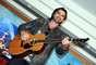 Con su guitarra enamorará a las mexicanas en ocho conciertos.