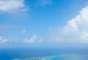 Tuvalu: a meio caminho entre a Austrália e o Havaí, a República de Tuvalu é formada por quatro recifes de coral e cinco atóis. Arquipélago da Polinésia, Tuvalu tem paisagens incríveis de praias de areia branca, águas cristalinas e coqueiros como única vegetação. A totalidade do território de Tuvalu é de 26 km²