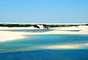 Lençóis Maranhenses, Brasil: a cerca de 250 km de São Luis, o Parque Nacional dos Lençóis Maranhenses tem 270 km² com dunas com pequenas lagoas formadas pela água doce acumulada com as chuvas. As paisagens dos Lençóis Maranhenses encontram-se entre as mais bonitas do Brasil