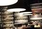"""Na réplica de uma cozinha moderna pode-se observar receitas que levam ingredientes """"podres"""" como a pasta de camarão seco chamada """"Kapi"""""""