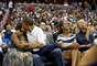 ¡Aquí hay amor! Este es uno de los besos inolvidables de la Primera Pareja de la nación. Durante un partido de baloncesto el pasado 15 de julio el presidente le dio un besote a Michelle, luego de que la 'Kiss Cam' los tomara por sorpresa. ¿Será que hay que demostrarse afecto cada vez que hay oportunidad porque la campaña los tiene muy ocupados?
