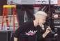 """Pink, cantando el tema """"(Blow Me) One Last Kiss"""", en el Today Show, mostró su buen par de """"piernazas"""", y gracias al viento, que había en el lugar, se levantó la corta falda negra que traía puesta, dejando ver un poquito más de su anatomía al público. Esta presentación, realizada en Rockefeller Plaza de Nueva York, formó parte de la promoción, que la cantante actualmente realiza, por el lanzamiento del álbum """"The Truth About Love"""", su sexto álbum, el cual cuenta con colaboraciones de Eminem, Lily Allen y Nate Ruess, cantante de la banda fun."""