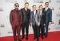 MEJOR: El grupo pop, Backstreet Boys, se reunió para la gala musical luciendo unos trajes brillosos. Cada uno resaltó su personalidad con su atuendo.