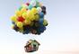 Jonathan Trappe, un norteamericano de 38 años, sorpendió al mundo al atar cientos de globos a una casa y volar con ella... como en la película 'Up' de Pixar.