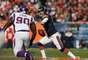 Jay Cutler lanzó para 188 yardas y un touchdown tras perderse un partido a causa de una conmoción cerebral, y Bears de Chicago anotaron temprano en camino a una victoria de 28-10 sobre los Vikings de Minnesota.
