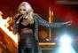 """Gwen Stefani de No Doubt puso a mil las emociones en los """"American Music Awards 2012"""", al usar transparencias sobre el escenario."""