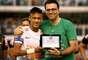 Em dia de homenagens ao jornalista Joelmir Beting, pai de Mauro Beting, que morreu na quarta-feira, o Santos venceu o Palmeiras por 3 a 1 de virada com direito a novo show de Neymar