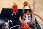 Récord Olímpico - Estados Unidos logró una cifra récord de medallas de oro durante los Juegos Olímpicos London 2012. El país se llevó 46 medallas de oro. Algunos de los que ayudaron a esta buena noticia fueron los miembros del Dream Team, el equipo de baloncesto masculino, que contaba con figuras de alto calibre como Kobe Bryant y Kevin Durant, el equipo femenino de fútbol y el nadador Michael Phelps.