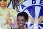A atriz Cinthia Santos recebeu a faixa de madrinha de bateria da escola de samba Águia de Ouro, em São Paulo, no último sábado (8)