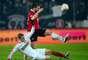 El Bayer Leverkusen tenía la presión de no fallar si no quería dar un gran paso atrás en la lucha por el título y se vio sorprendido por un hipermotivado Hannover, que llevó la iniciativa y consiguió un trabajado y merecido triunfo.