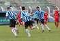 Fabian corre para abraçar Lucas Coelho, autor de dois gols em Prudente na vitória do Grêmio por 5 a 2