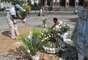 Com flores e roupas nas cores azul e branco, o grupo celebrou o dia da Rainha do Mar