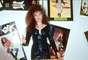 """Así Gloria Trevi celebraba el éxito de sus sencillos """"Zapatos Viejos"""" y """"Con los Ojos Cerrados"""", por allá en 1992."""