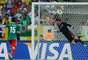 Pirlo cobró un tiro libre y el portero Jesús Corona no pudo evitar el gol de Italia.