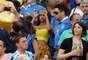 Fanny Neguesha, novia del delantero Mario Balotell, fue una de las mujeres, hijos y amigos de los jugadores de la escuadra italiana presentes en el estadio Maracná este domingo.