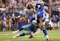 Victor Cruz de los Giants es tackleado brutalmente por Will Allen de los Cowboys, quien perdió el casco tras el fuerte golpe