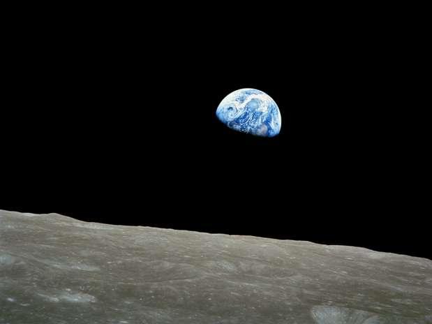 http://p2.trrsf.com/image/fget/cf/67/51/images.terra.com/2013/12/26/as8-14-2383hrearthrise.jpg