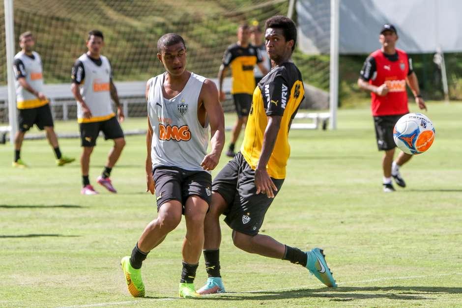 Corinthians e Atlético-MG negociam troca Lodeiro e Jô