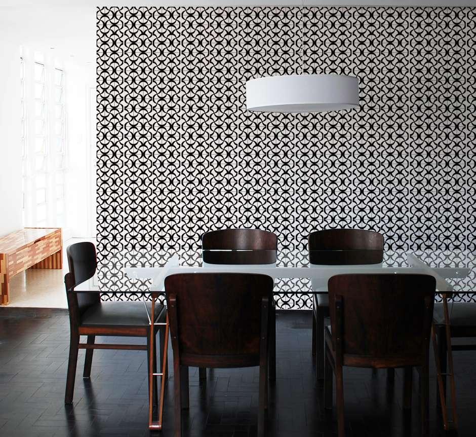 Papel De Parede Ou Espelho Veja Como Decorar Uma Sala Nova Eu  -> Sala Branca Com Parede Colorida