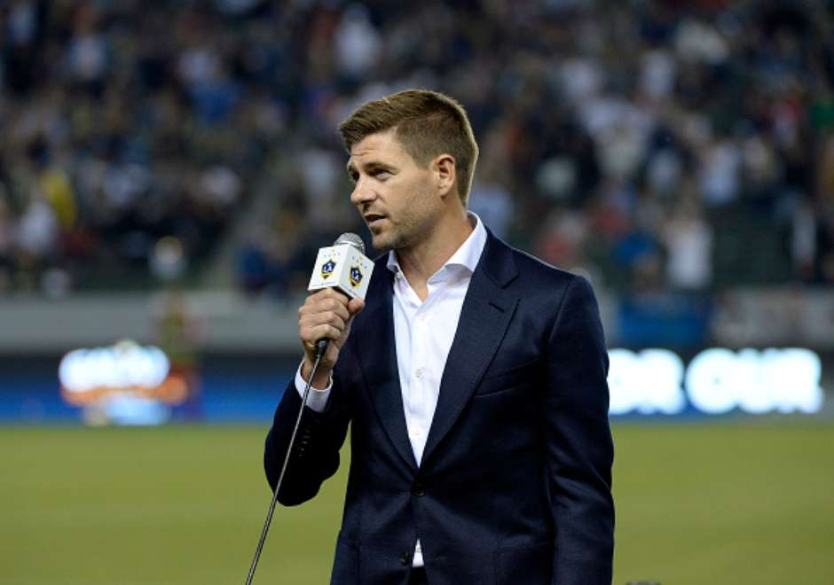 Steven Gerrard invita 500 cervezas a aficionados de los LA Galaxy