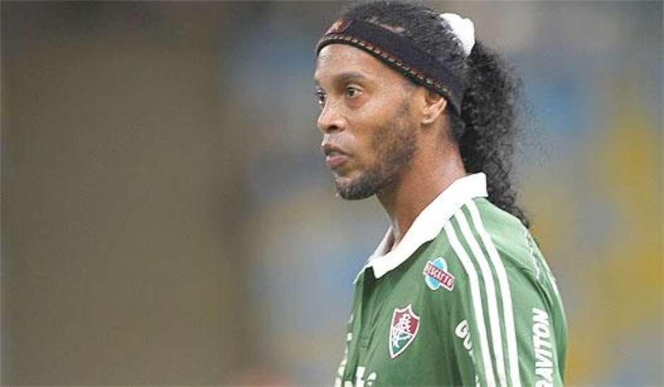 Assis nega aposentadoria, mas Ronaldinho s� volta em 2016