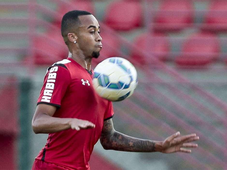 Leco quer Wesley longe do São Paulo
