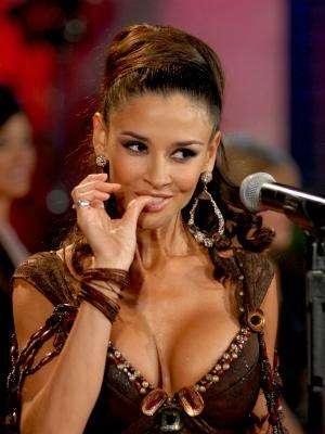 Pues es Dora Noemí Kerchen y nació en Buenos Aires, el 15 de marzo de 1975. Además de modelo ha sido conductora de televisión y ahora, actriz en 'Triunfo del Amor', la telenovela protagonizada por Maite Perroni y William Levy.Encuentra aquí fotos, noticias y mucho más de 'Triunfo del Amor'Síguenos en Facebook - Twitter