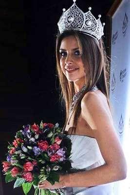 Se llama Natalia Gantimurova, tiene 20 años de edad y es una modelo profesional.