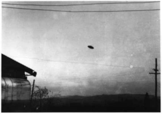 En 1950 tomaron una fotografía en McMinnville que salió publicada en la revista Life y según dijeron los que saben es una de las fotos referenciales en visualizaciones de OVNIs más creíbles.