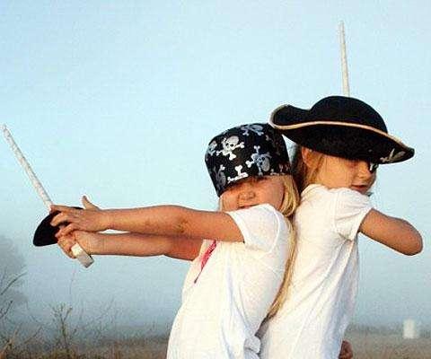 Espadas caseras fáciles de hacer en casa ¡Para grandes piratas!