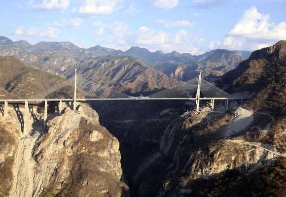 A general view of the Baluarte Bridge, the highest suspension bridge in the world, that connects the north-western state of Sinaloa with Durango and Mazatlan, January 5, 2012. At 1,124 metres long (3,687 feet) and hanging at over 400 metres high (1312 feet), the Baluarte Bridge is part of the country's elaborate bicentennial celebrations to mark its independence from Spain in 1810. REUTERS/Alfredo Guerrero/Mexico Presidency/Handout (MEXICO - Tags: BUSINESS CONSTRUCTION) FOR EDITORIAL USE ONLY. NOT FOR SALE FOR MARKETING OR ADVERTISING CAMPAIGNS. THIS IMAGE HAS BEEN SUPPLIED BY A THIRD PARTY. IT IS DISTRIBUTED, EXACTLY AS RECEIVED BY REUTERS, AS A SERVICE TO CLIENTS