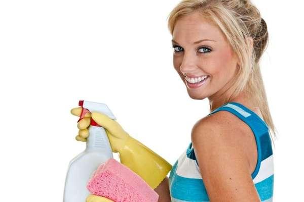 Si eres de las personas que odia las tareas del hogar te tenemos una buena noticia. Puedes quemar calorías y bajar algunos kilos limpiando tu casa, suena bien ¿no? Entérate de cuántas calorías pierdes con diferentes actividades de limpieza.