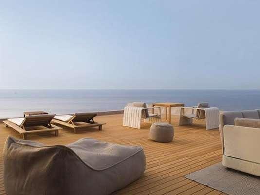 1. La Réserve Ramatuelle, Saint Tropez, Francia. Es un hotel localizado en lo alto de una colina y con paisajes impresionantes. Su característico diseño y la delicia de su champán ayudarán a una atmósfera completamente romántica.