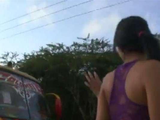 El video de 57 minutos de duración realizado en la estación de bomberos de Puerto Colombia muestra a una pareja que mantiene relaciones sexuales en algún momento en el camión de las emergencias y en el que se ve claramente el escudo de la Gobernación del Atlántico, departamento al que pertenece Puerto Colombia. Los bomberos del cuartel prestaron el recinto para hacer un video pornográfico.