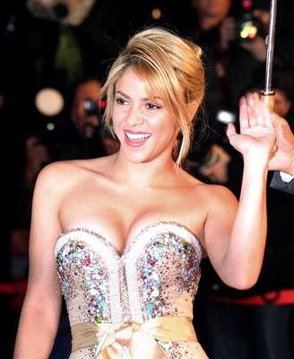 Shakira. Una reina de la música colombiana que se ha propuesto a conquistar con sus canciones al mundo entero. Demostró que su éxito va más allá del estilo musical. Ella ha incursionado en géneros tan diferentes como el rock y el reggaetón, por lo que no ha parado de cosechar fans en todas partes del globo, además fue reconocida como La Pesona del Año 2011 por la Academia Latina de Grabación.
