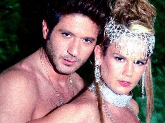 Niurka Marcos mantenía una relación laboral y amorosa con el productor Juan Osorio, cuando lo dejó por el actor Bobby Larios. Desde entonces, ella ha tenido una larga lista de amoríos, romances y hasta matrimonios que siempre terminan en escándalo. La cubana es parte de una lista de mujeres famosas que fueron infieles realizada por el sitio Second Love.