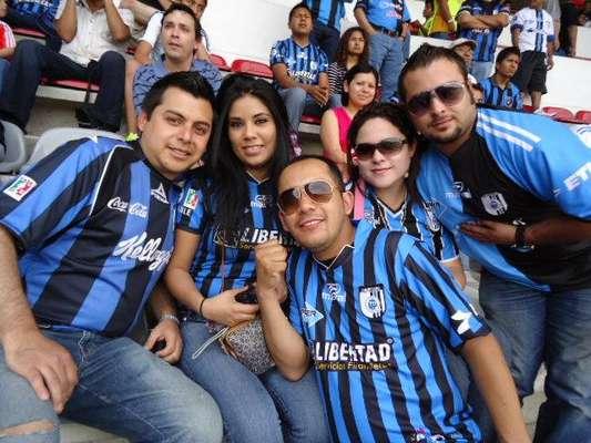Un gran ambiente en la tribuna por los aficionados de Chivas y Cruz Azul, lució más que lo mostrado en el campo por los equipos
