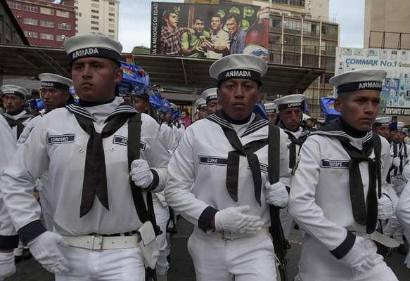 """Con una marcha, hoy se conmemora en Bolivia """"El Día del Mar"""" en el que se recuerda la pérdida del departamento del Litoral a causa de la Guerra del Pacífico en favor de Chile hace 133 años. La actividad se desarrolla con una ceremonia central en la Plaza Abaroa de La Paz."""