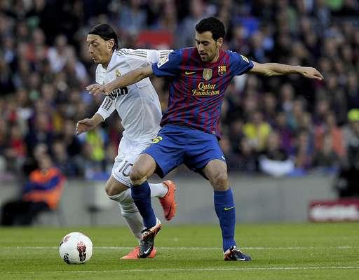 Real Madrid abrió el marcador con Khedira, pero Alexis Sánchez puso el empate para el Barcelona. Sin embargo, Cristiano Ronaldo silenció a todo el Camp Nou y puso el 2-1 final con el que los merengues se alejaron 7 puntos, quedando sólo 12 por disputar.