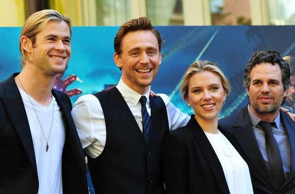 Chris Hemsworth, Tom Hiddleston, Scarlett Johansson y Mark Ruffalo llegaron a Roma para una exhibición más de la cinta, 'Los vengadores'. Tras su paso por Los Ángeles y Londres el elenco de superhéroes continúa su gira de promoción. El film dirigido por Joss Whedon es uno de los más esperados de 2012. Su estreno en Colombia es el 27 de abril.