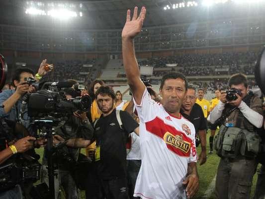 Roberto el 'Chorrillano' Palacios se despide con sus Amigos Nacionales y sus Amigos Internacionales.
