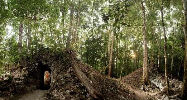 La antigua ciudad maya de Xultún, en Guatemala, hallada oculta entre la maleza hace un siglo, comienza a revelar sus secretos tras el descubrimiento del calendario astronómico más antiguo conocido hasta ahora de esta civilización.