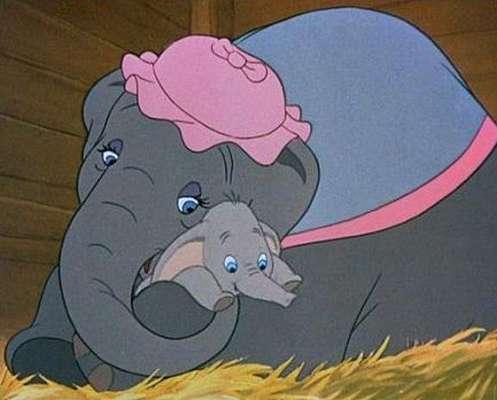 """""""Dumbo"""" (1941). Historia animada de Disney que cuenta la historia de un particular elefante de orejas enormes que busca a su madre."""