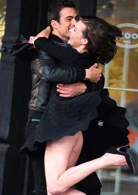 El descuido de Mila Jovovich en la grabación de un anuncio.