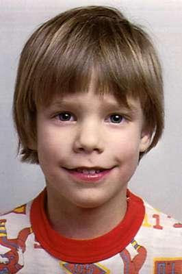 El niño Etan Patz de seis años desapareció el 25 de mayo de 1979 tras haber salido de casa solo a primera hora de la mañana hacia la parada de autobús que le tendría que haber llevado al colegio.