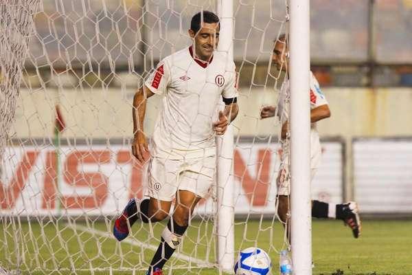 Se fue ganando. El entrenador de Universitario de Deportes, José 'Chemo' del Solar, cerró su ciclo con un triunfo 3-1 ante Sport Huancayo en el estadio Monumental, en cotejo válido por la fecha 15 de la Copa Movistar 2012.