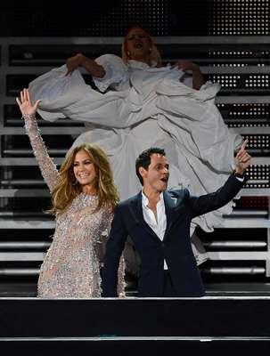 Casi un año después de anunciar su separación y en medio del proceso de divorcio, la famosa pareja protagonizó un emotivo reencuentro durante la gala final del programa cazatalentos 'Q'Viva! The Chosen', que ambos han estado presentado durante la primera mitad del año. Los dos artistas se dedicaron miradas cómplices y gestos de cariño mientras contemplaban la actuación en directo de los finalistas del concurso, e incluso provocaron el entusiasmo del público al fundirse en un largo abrazo una vez subieron al escenario.
