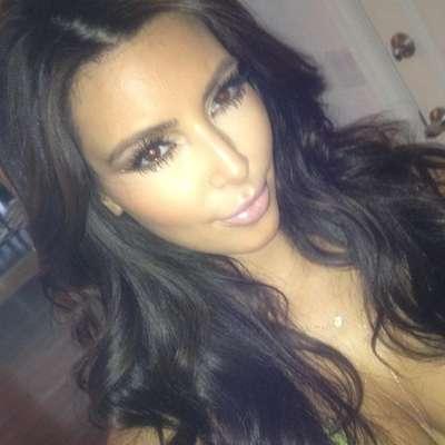 Kim Kardashian vuelve a mostrar su podería en las redes sociales y festeja que ya tiene más de 2 millones de seguidores en Instagram.